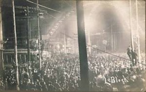 Will James lynched in a circus atmosphere in Cairo, IL on November 11, 1909.