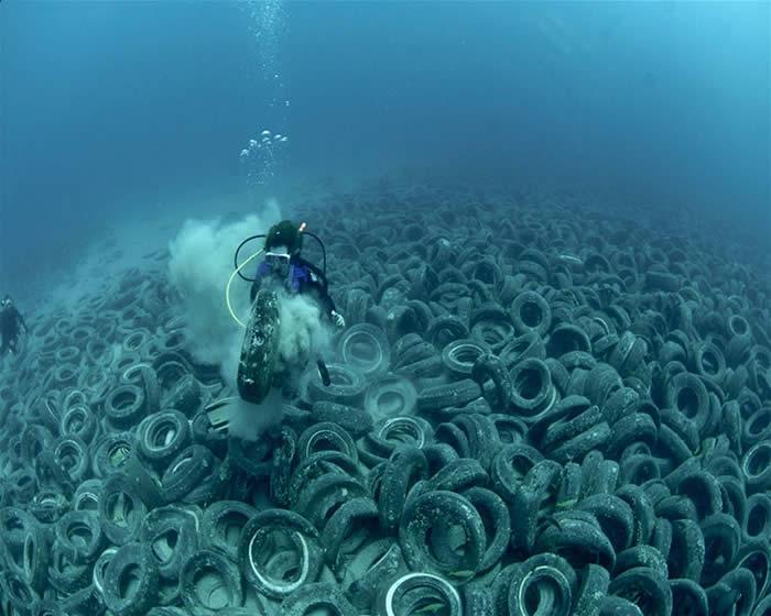 Ocean Floor Drawing Tires Span Across Ocean Floors