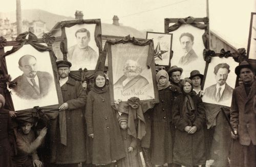 Russian peasants supporting Communism (1914)