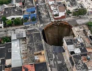 Giant Sinkhole Guatemala on Giant Sinkhole In Guatemala City  2012
